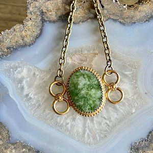 Jewelry - vintage 1970s gold and green jade necklace